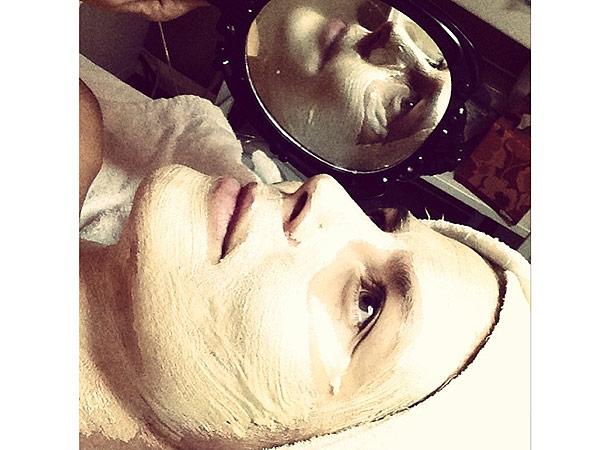 Heidi Klum facial