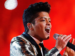 Bruno Mars's Super Bowl Hair Wins Twitter