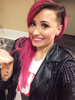 Demi Lovato shaves head