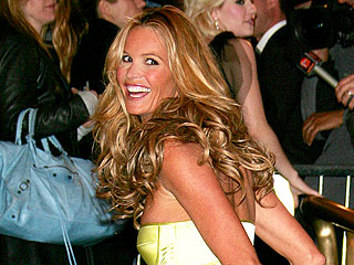 TBT: Elle Macpherson's Favorite Red Carpet Look of All Time Involves Flip Flops | Elle Macpherson