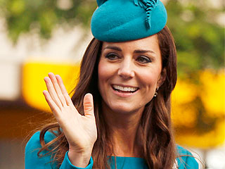 Kate Wears a Favorite Dress in a Different Color – By a New Zealand Designer