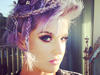 Kelly Osbourne's Latest Hairstyle Features a Ton of Safety Pins (PHOTO)