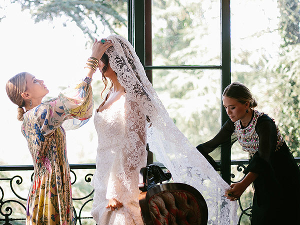 Mary-Kate and Ashley Olsen design first wedding dress