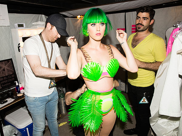 PHOTOS: See How Katy Perrys Epic Tour Makeup Comes to Life