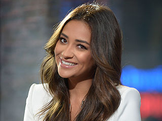We're Stealing Shay Mitchell's Makeup-Removing Secret (and More Beauty Tips!)