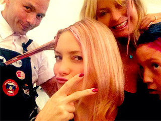 Kate Hudson & Goldie Hawn Get Pink Locks for Breast Cancer Awareness (PHOTO)