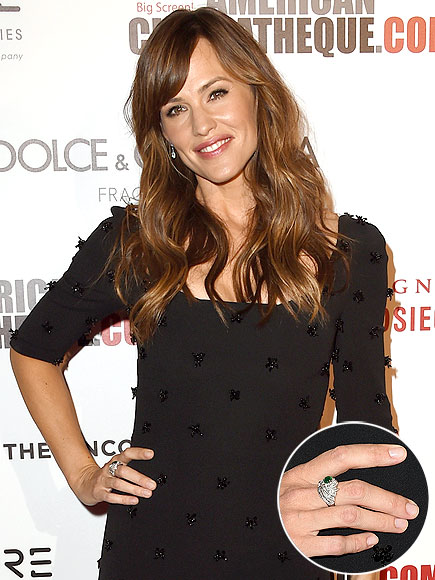 JENNIFER GARNER'S CRYSTAL CLEAR MANI