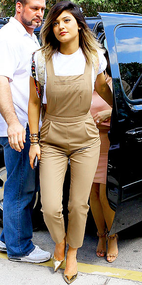 KHAKI OVERALLS photo | Kylie Jenner