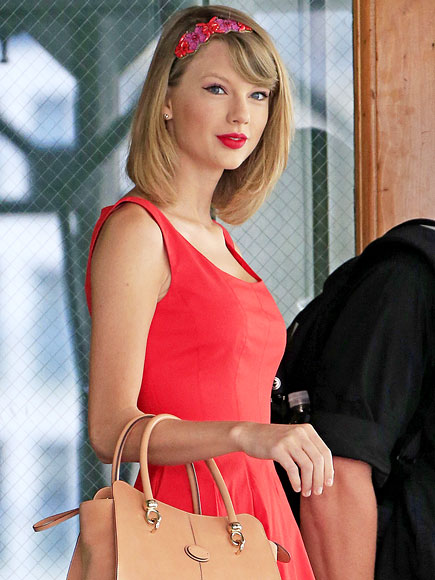 FLORAL HEADBANDS photo | Taylor Swift