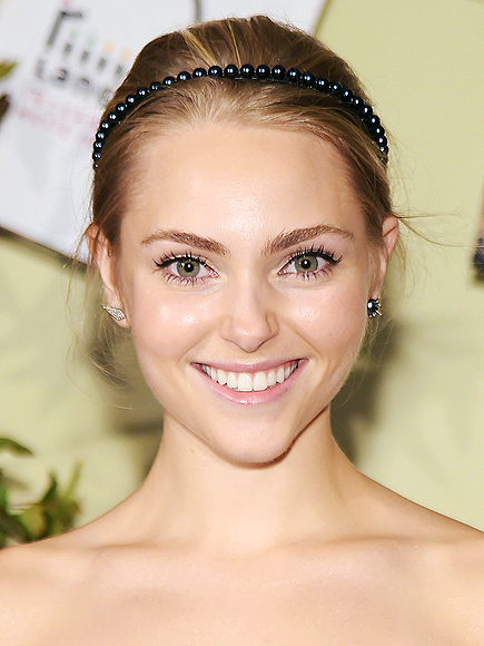 TOTALLY MISMATCHED EARRINGS photo | AnnaSophia Robb
