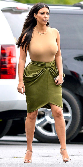 STAGE CURTAIN SKIRTS photo | Kim Kardashian