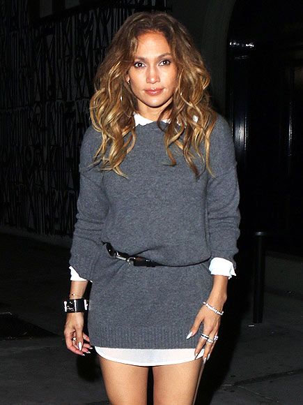 JENNIFER LOPEZ'S SWEATER DRESS
