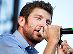"Country's Brett Eldredge Performs ""Don't Ya"""