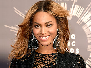 Beyoncé Shares Throwback Photo with Blue Ivy, 'The Real Covergirl'