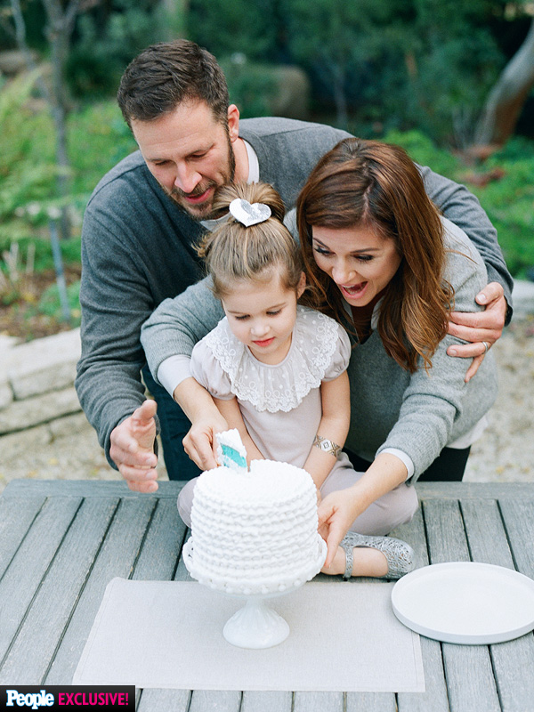 Tiffani Thiessen pregnant expecting second son