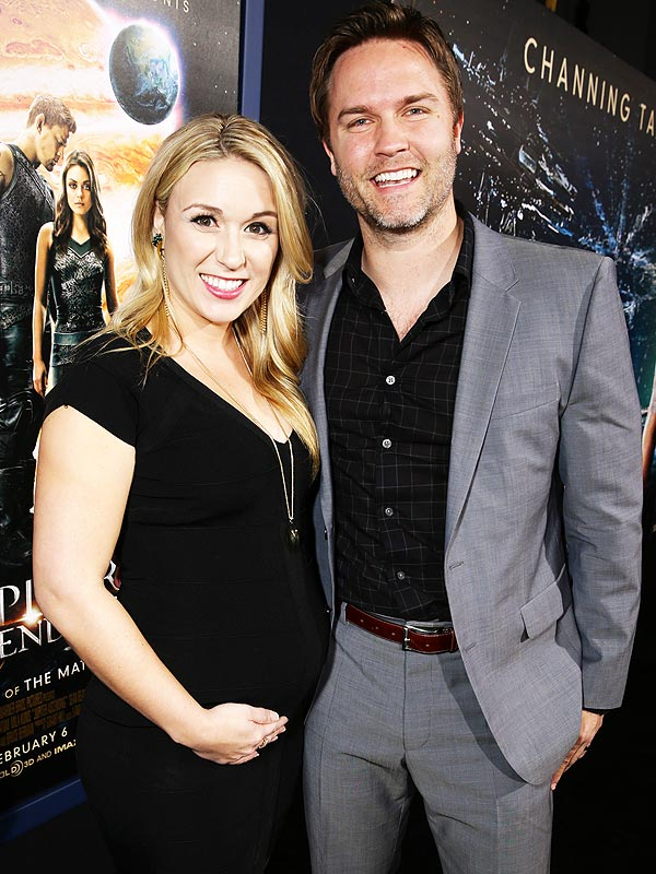 Scott Porter Kelsey Mayfield Pregnant Expecting First Child
