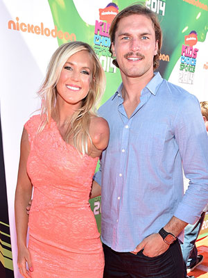 Bethany Hamilton pregnant expecting first child Adam Dirks