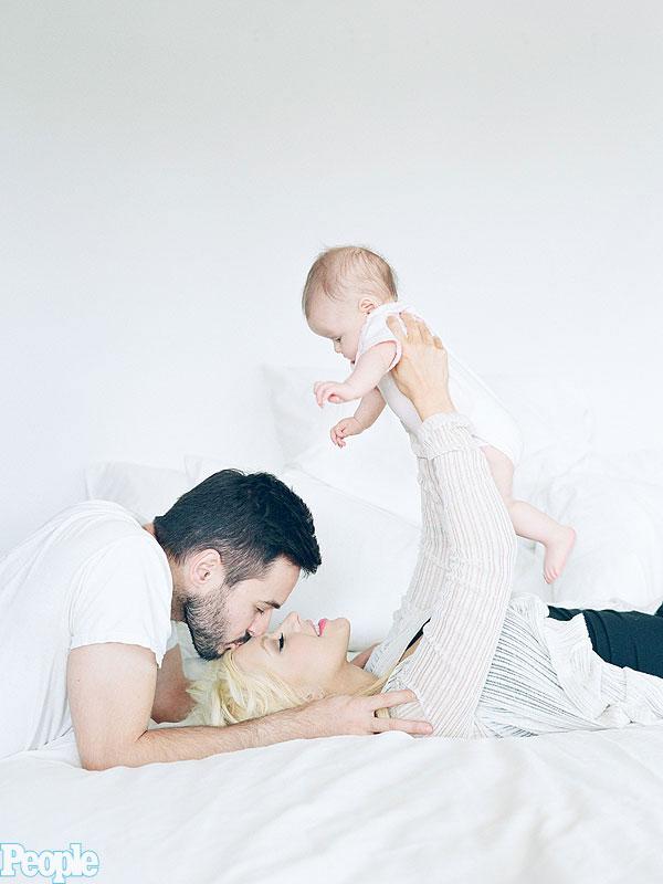Christina Aguilera daughter Summer Rain first photo exclusive