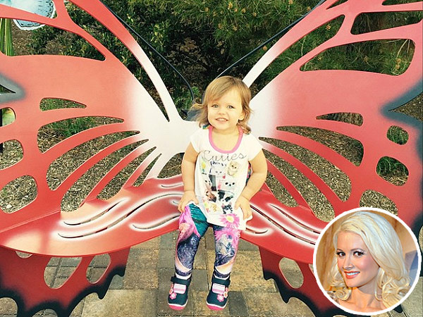Holly Madison daughter Rainbow butterfly photo