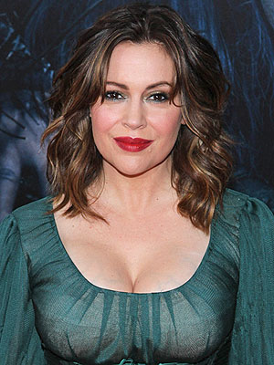 Alyssa Milano breast milk airport
