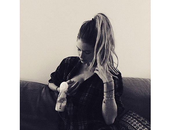 Doutzen Kroes breastfeeding pumping photo