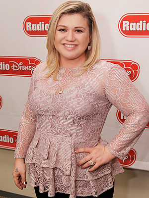 Kelly Clarkson visited Radio Disney Studios