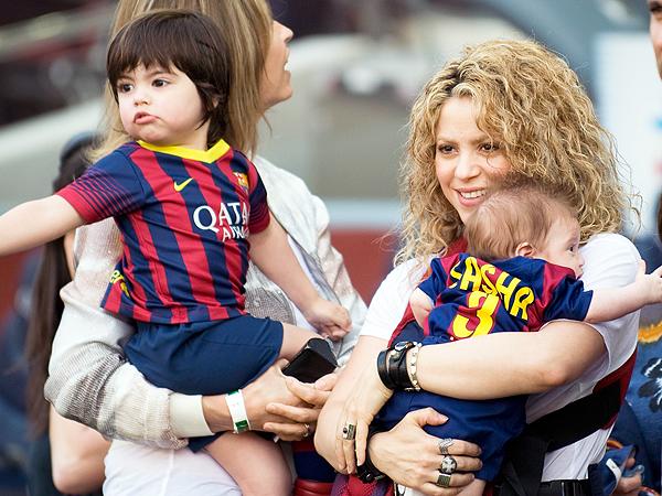 Shakira Gerard Pique sons soccer