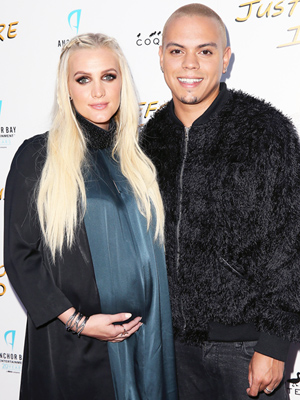 Ashlee Simpson Evan Ross welcome daughter