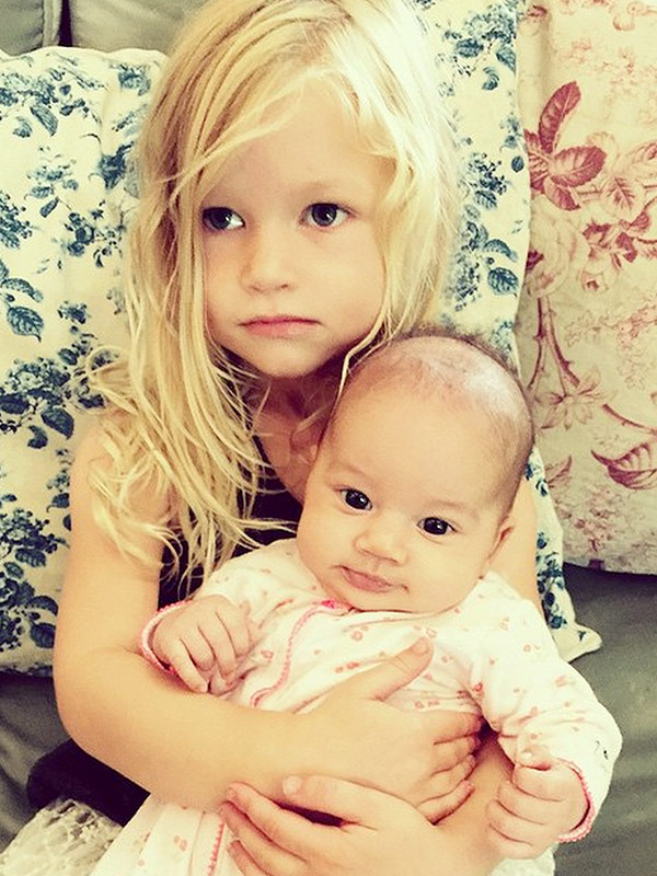 d7345f74894b Jessica Simpson s Daughter Maxwell Cuddles With CaCee Cobb s Baby ...