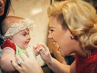 Relive Kelly Clarkson's Cutest Mommy Moments – So Far!