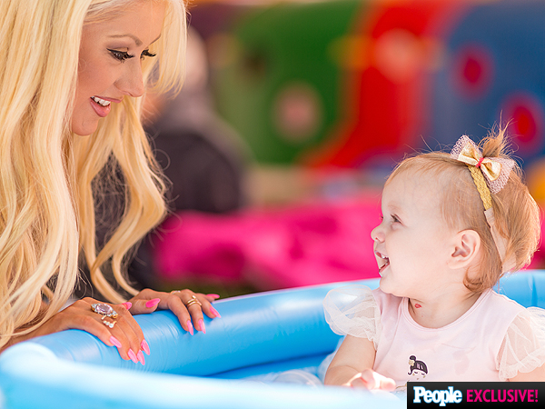 Summer Rain First Birthday Party Christina-aguilera-02-600x450