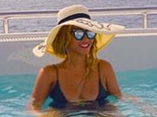 Like Mother, Like Daughter: Beyoncé and Blue Ivy Wear Matching Straw Hats on Vacation