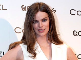 VIDEO: Robyn Lawley on Body After Baby: I Want to Teach My Daughter 'Strong Is the New Sexy'