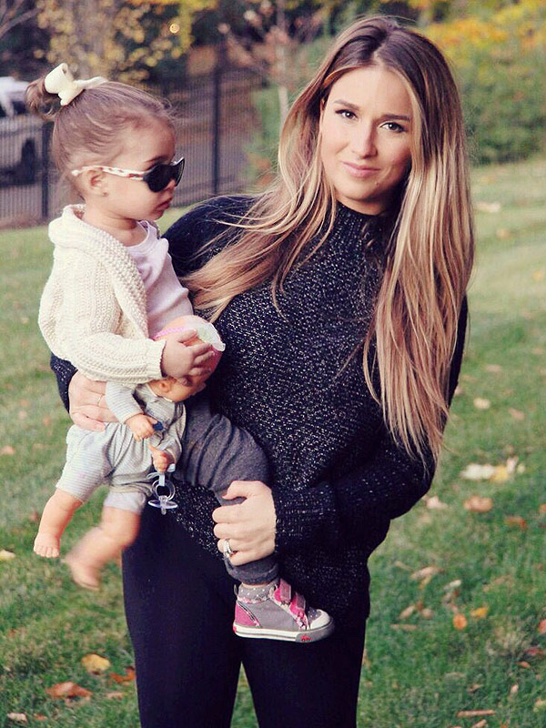 Jessie James Decker on Sharing Postpartum Pics: I Wanted to Show ...