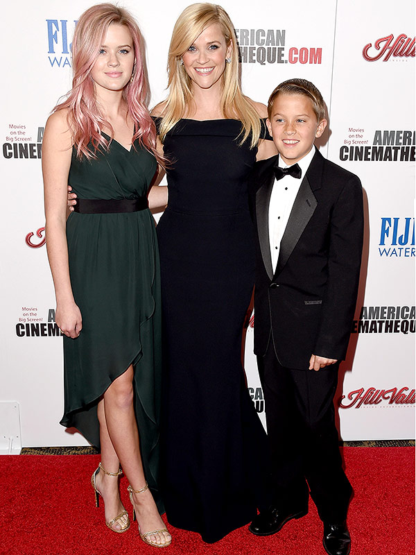 reese witherspoon brings her kids along on the red carpet