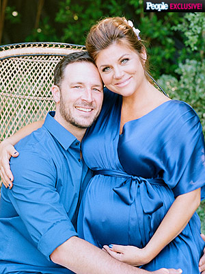 Tiffani Thiessen Welcomes Son Holt