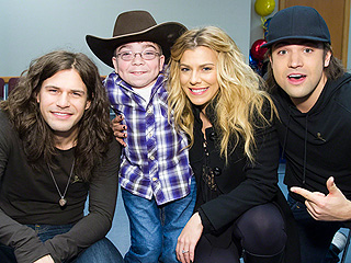 TBP's Kimberly Perry Clearly Speaks the Universal Language of Kids – Frozen!
