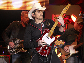 Why Brad Paisley Wants You to Want Him – Really!