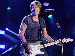 Keith Urban Brings a Little American Idol to the Ryman Stage