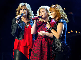 An ER Visit Doesn't Stop Kelly Clarkson from Killing It (and Raising $200K!) in Nashville | Kelly Clarkson, Reba McEntire, Trisha Yearwood