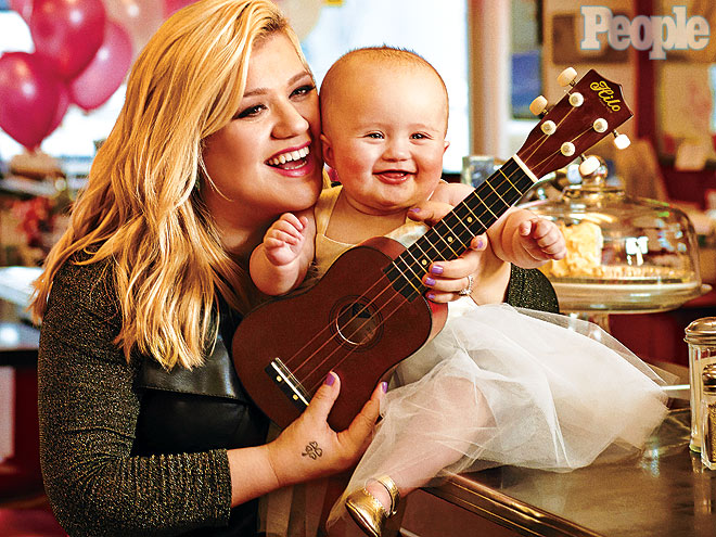 Kelly clarkson pregnant expecting second child with for How many kids does kelly clarkson have