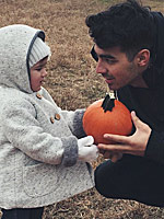 Hollywood's Cutest Lil' Pumpkin Pickers
