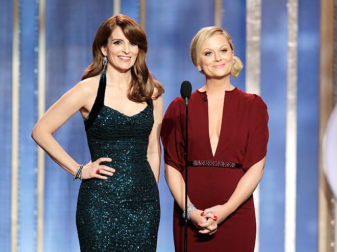 WHEN SHE TURNED A JOKE INTO A DIALOGUE photo | Golden Globe Awards 2013, Amy Poehler, Taylor Swift, Tina Fey