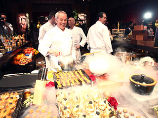 Attention, Chocoholics: Wolfgang Puck Is Using Over 1 Ton of Chocolate at the Oscars