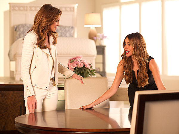 Sofia Vergara; Cindy Crawford Behind the Scenes Rooms To Go Commercial - Great Ideas : People.com