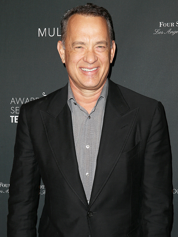 Tom Hanks Buys Girl Scout Cookies, Donates Money to Girls Troop - Great Ideas : People.com