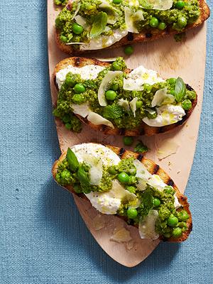 Curtis Stone's Pea Pesto & Mozzerella Bruschetta