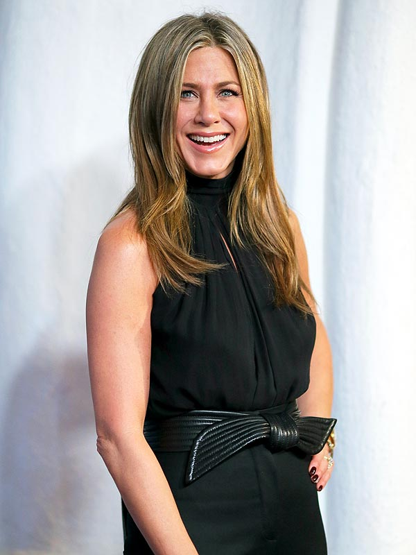 Jennifer Aniston Launches a New Perfume, Shares Her Favorite Scents ... Jennifer Aniston