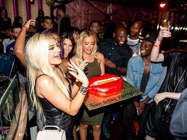 Kylie Jenner Lips Birthday Cake
