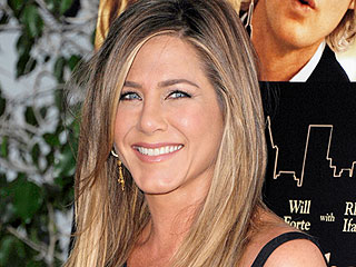 Jennifer Aniston Dines on Pizza and Pasta with Friends in Atlanta